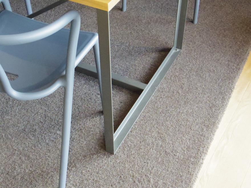 テーブルの脚部分