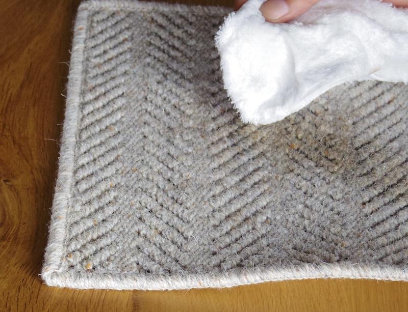 水分を吸い取ったタオルにはコーヒーの色素は移っていない