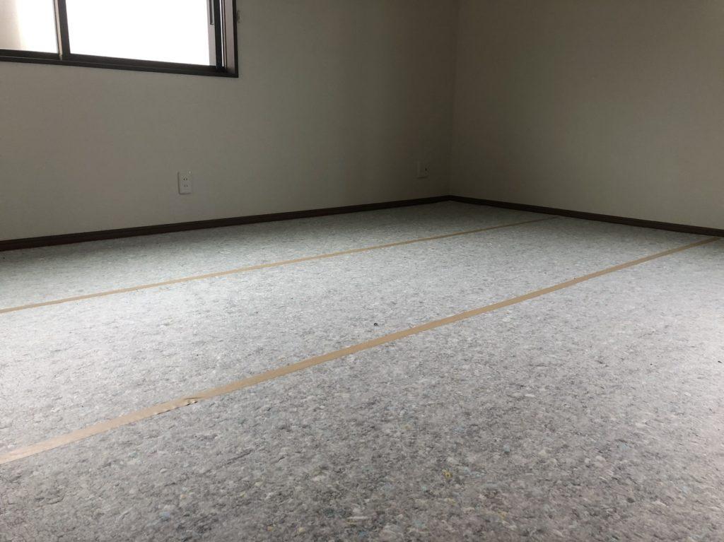 床全体にクッション材を敷き詰める