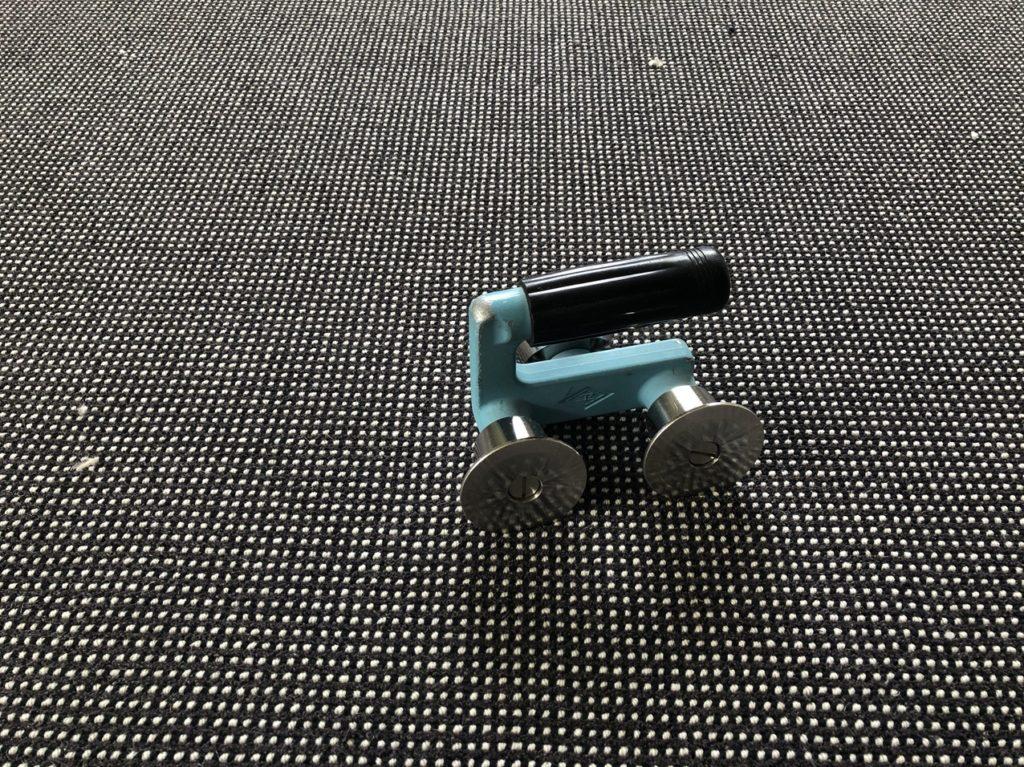 カーペットを敷き込むための道具「ステアローラー」