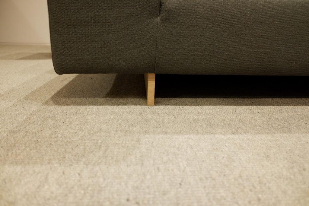 ソファ下の隙間