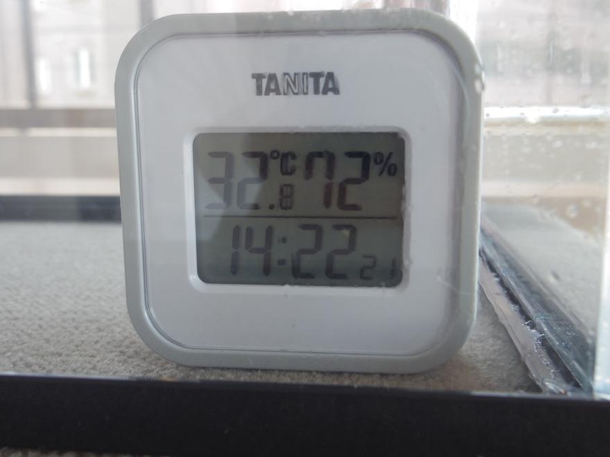 湿度計72%の表示