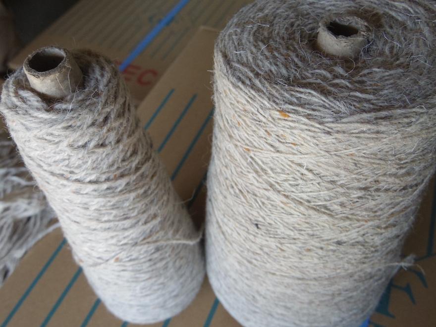 左:3本撚り 右:単糸